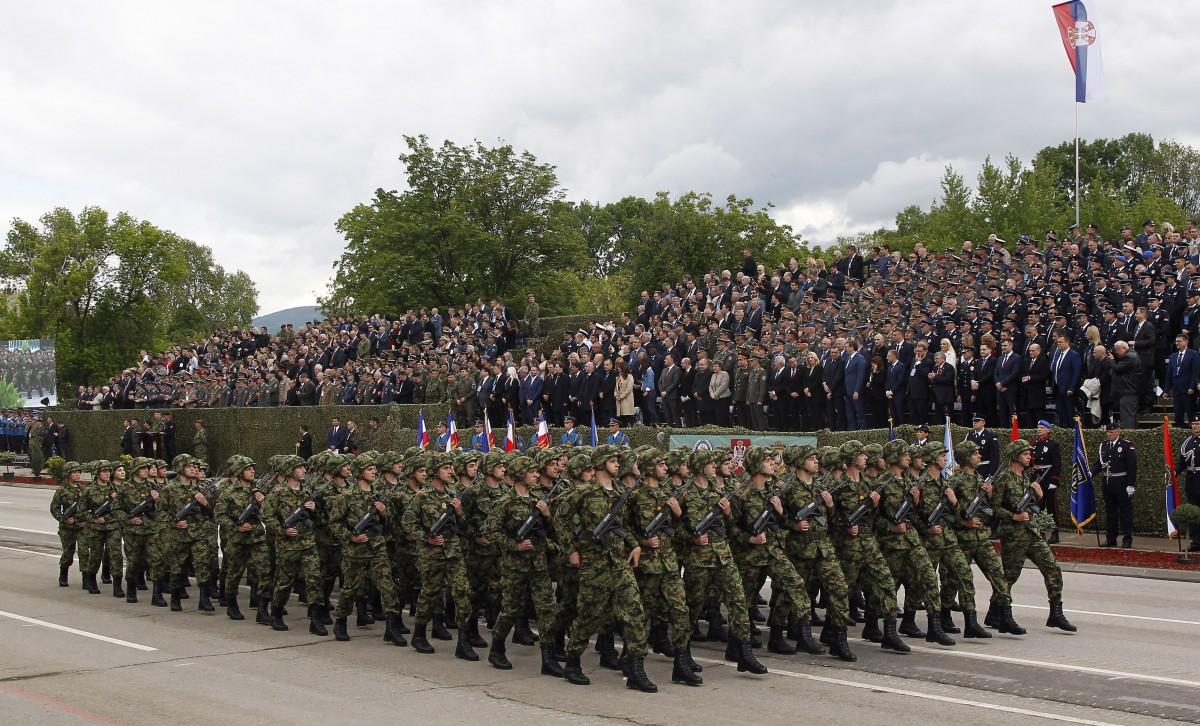 Сърбия въвежда задължителна военна служба догодина