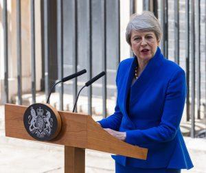 Кралица Елизабет II прие оставката на Тереза Мей