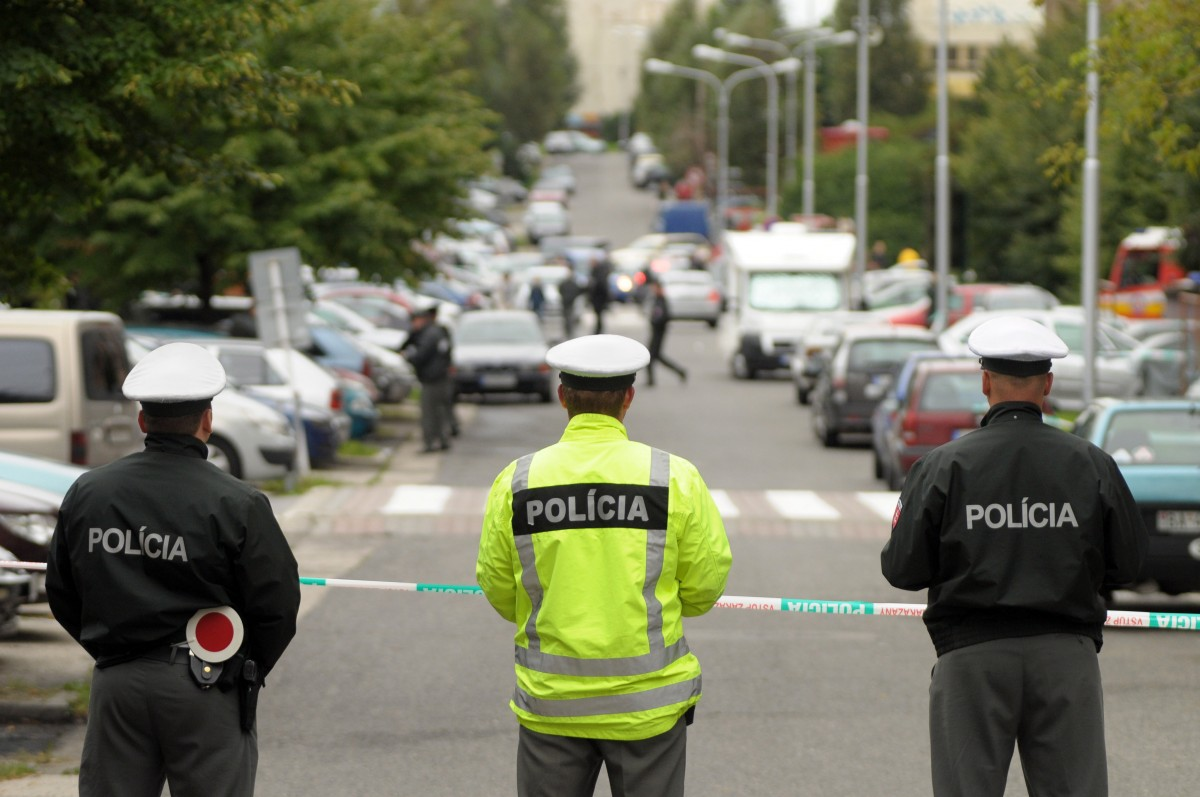 80 арестувани при сбиване на футболни запалянковци в Братислава
