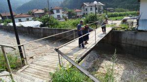 Пороен дъжд и придошла река подкопаха пътя Велинград-Якоруда