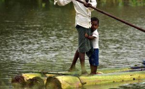 Повече от 2,6 милиона души са засегнати от наводненията в Индия