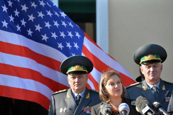 Американска дипломатка влиза в затвора за пари, взети от Китай