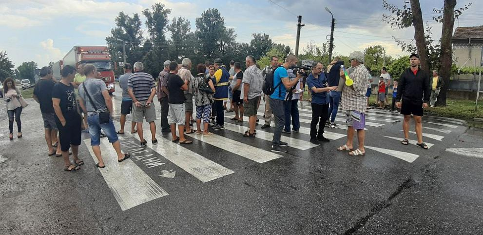 Протестиращи свиневъди блокираха пътя Сливен-Ямбол