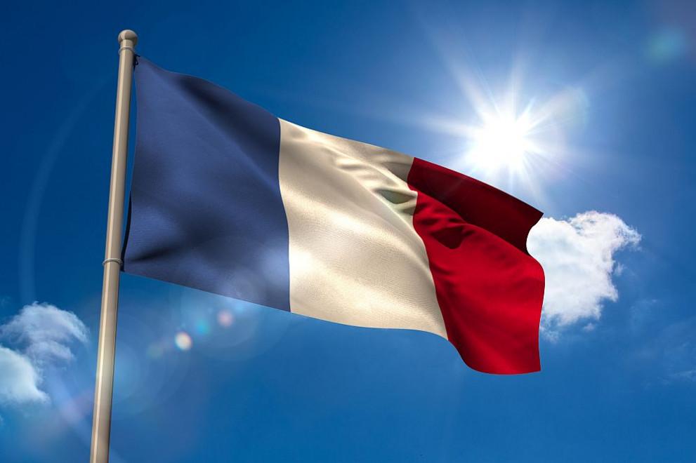 Френски министър предизвика спорове със защита на френския език