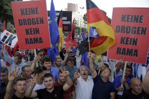 Мета: Редовни избори за преодоляване на кризата в Албания