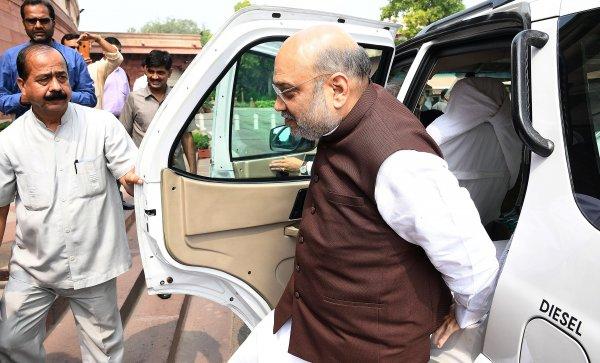 Индия раздели Джаму и Кашмир на две административни единици