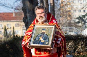 Излагат за поклонение мощите на Св. Ефрем Нови