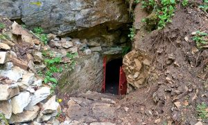 Пещера Лепеница