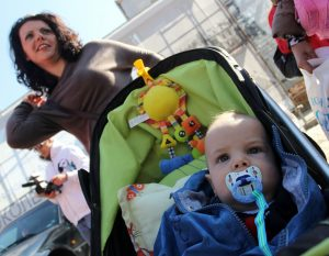 НОИ изплаща по-рано обезщетенията за майчинство