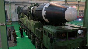 Ким Чен Ун лично контролира тест на нова ракетна установка