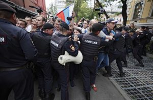 """Франция осъди """"прекомерната употреба на сила"""" в московските протести"""
