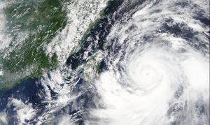 Червен код в Китай заради приближаващия тайфун Лекима