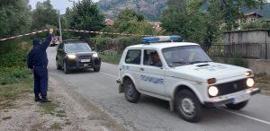 Издирват с хеликоптер убиеца на момиченцето в село Сотиря