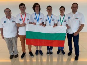 Злато, сребро и бронз носят момчетата от отбора ни по информатика от Баку