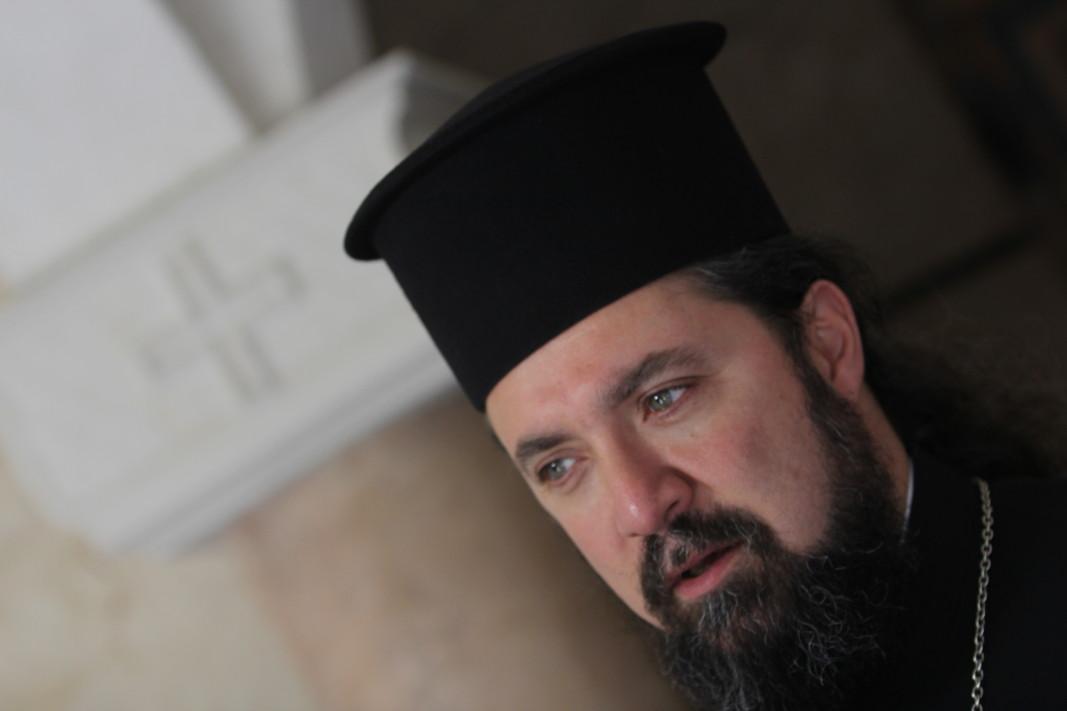 Клевети срещу свещенослужител