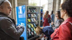 Вендинг машина за книги, мед и кучешка храна в Бургас