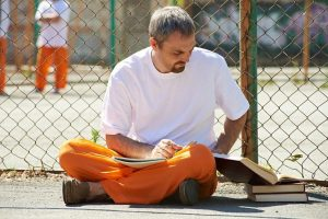 Прокурори и следователи ще дарят над 200 книги на затворниците в Бургас
