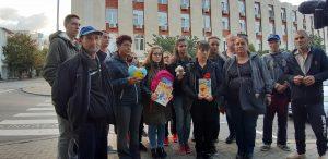 Близки на убитото в Сотиря момиче излязоха на протест пред съда в Сливен