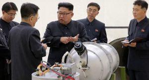Ким Чен Ун и сестра му инспектираха тестове на гигантска ракетна установка