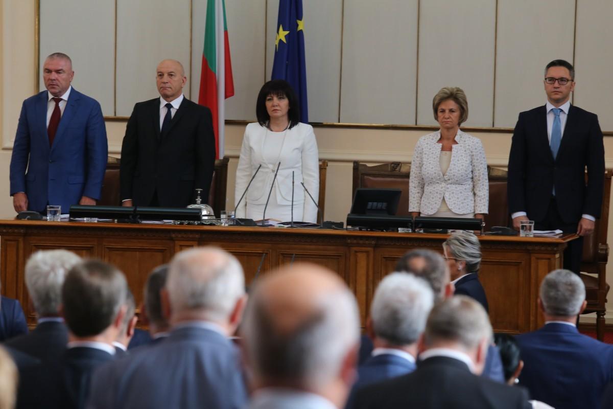 С националния химн и този на ЕС започна новата сесия на парламента
