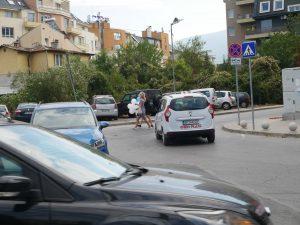 Работници не възстановяват пешеходни пътеки след ремонт