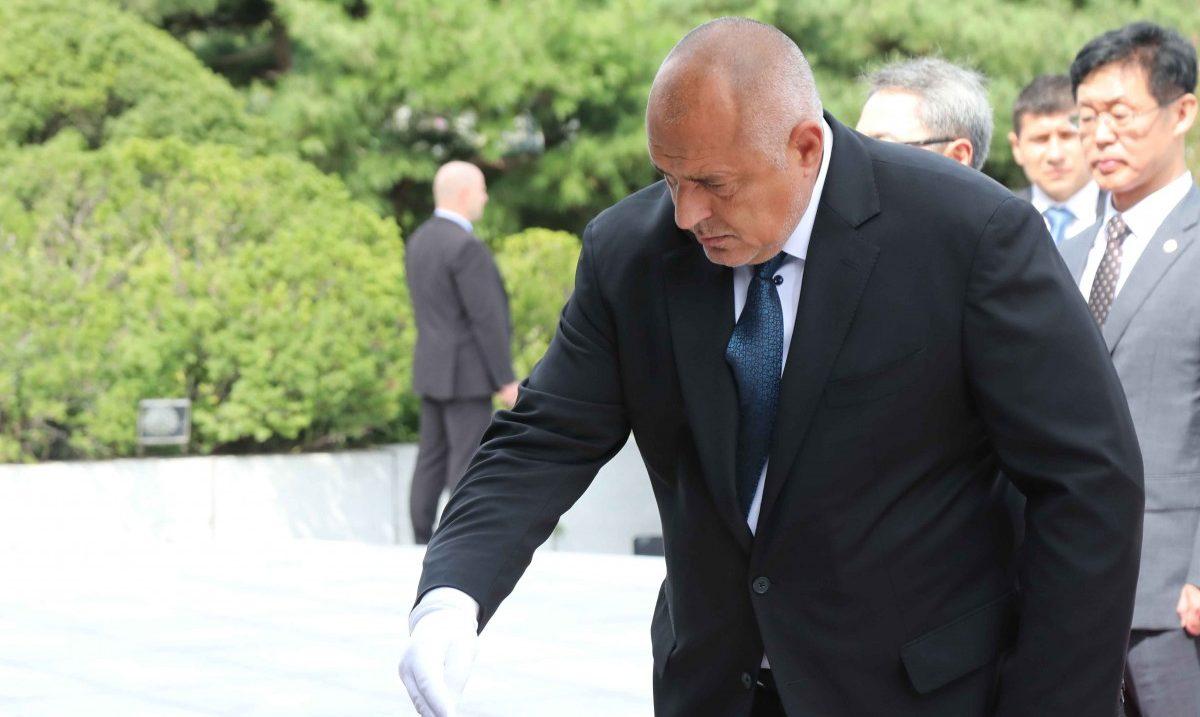 Борисов положи венец пред мемориалната кула на Националното гробище в Сеул