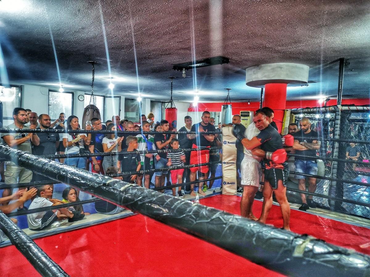Питбула участва в благотворителен турнир и призова за помощ