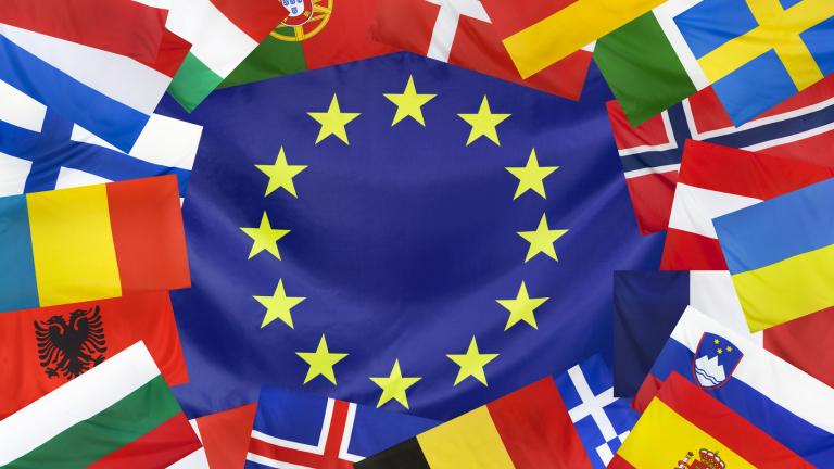 Страни от ЕС репатрираха в Албания 104 души