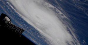 """""""Дориан"""" вече е ураган от пета категория"""
