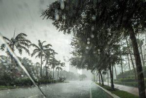 """Тропическата буря """"Умберто"""" се усили и се очаква да се превърне в ураган"""