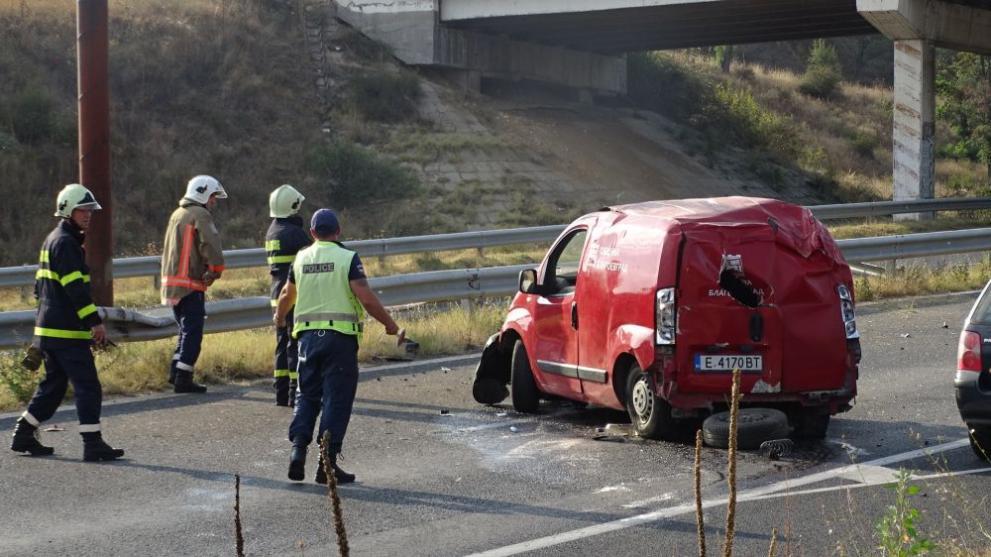 Тежка катастрофа на Е-79 край Благоевград, двама пострадали