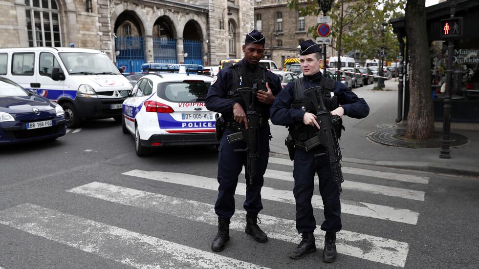 Атентаторът от Париж имал данни за десетки полицаи