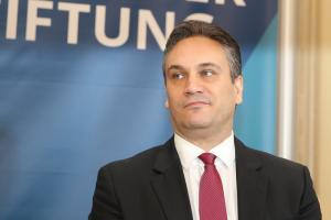Пламен Георгиев призна, че навесите на терасата са незаконни и ще ги маха