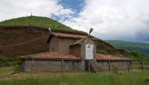 Гробницата в могилата Оструша в град Шипка