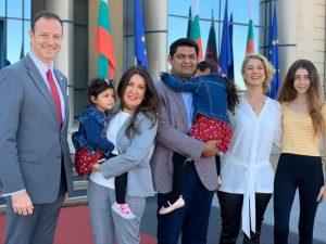 Новият посланик на САЩ Херо Мустафа пристигна в България