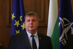 Каракачанов за руския самолет: На НАТО не им харесва, но такава е ситуацията