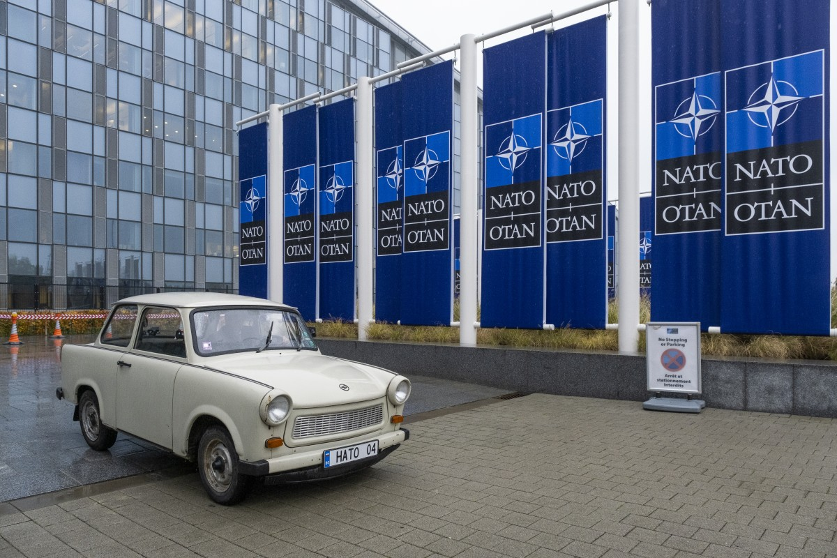Най-известният български трабант бе изложен в щабквартирата на НАТО