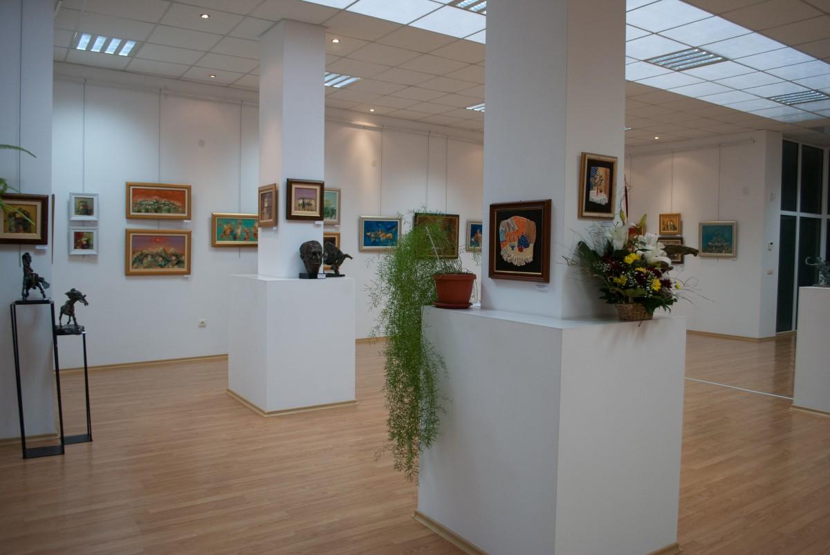 Галерия в Пещера представи творчеството на трима художници