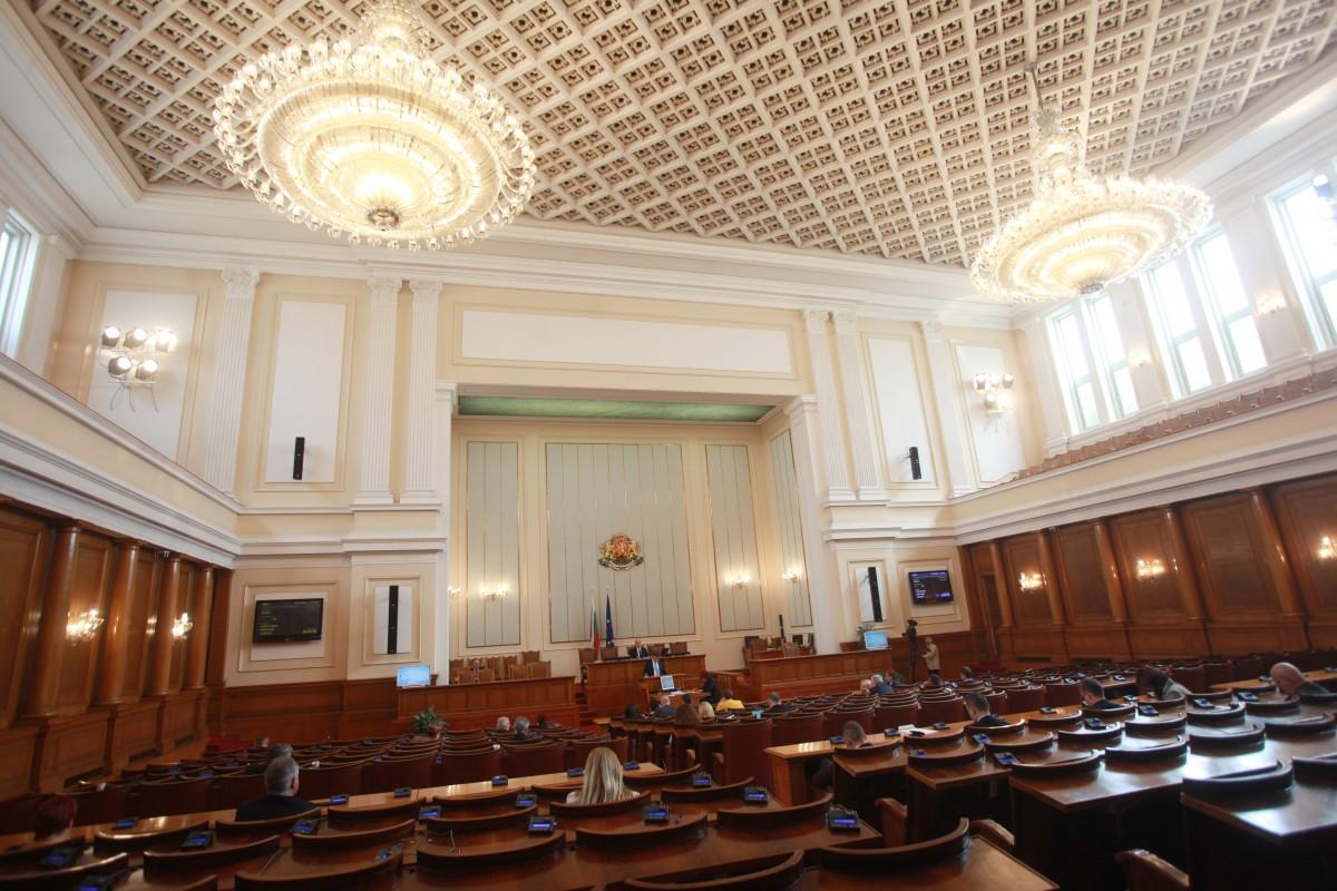 НС прекрати пълномощията на 6 депутати, които вече са кметове или общински съветници
