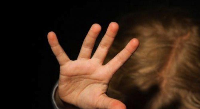 Разследват 59-годишен мъж, посягал на двете си внучета