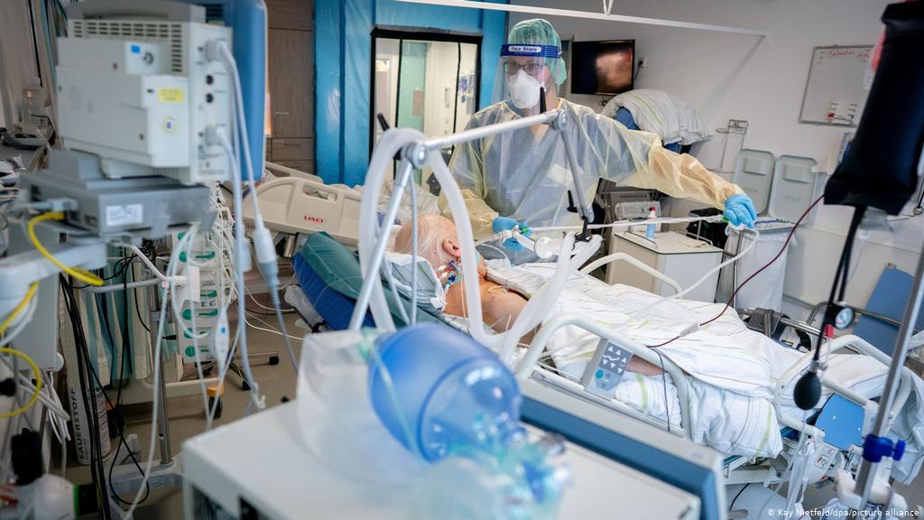 77 души с COVID-19 са в интензивни отделения