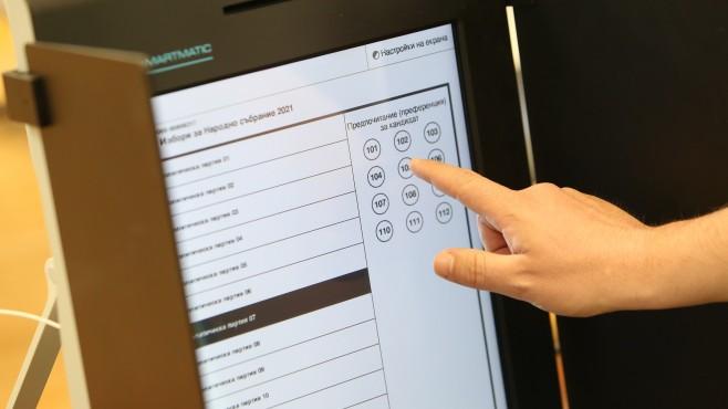 Огромен скандал в секция в София – избиратели не могат да маркират ГЕРБ на машините