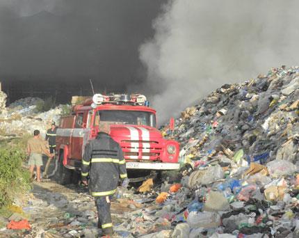 Прокуратурата разследва пожара на сметището край Дупница