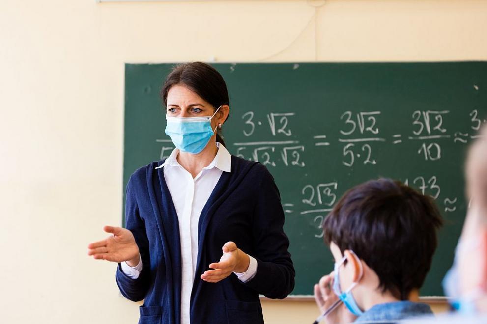 Два дни след началото на учебната година: Колко са учителите под карантина