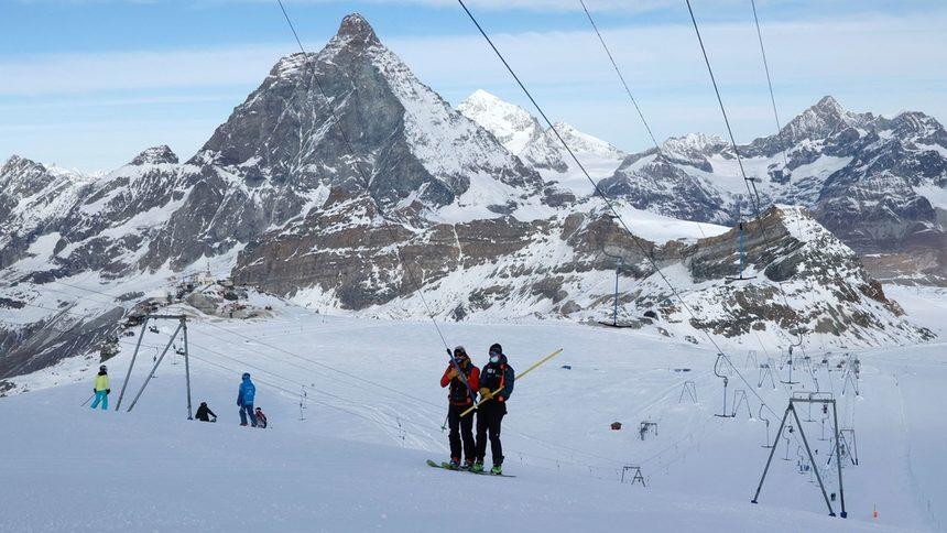 Австрия обмисля да допуска само ваксинирани в заведенията в ски курортите