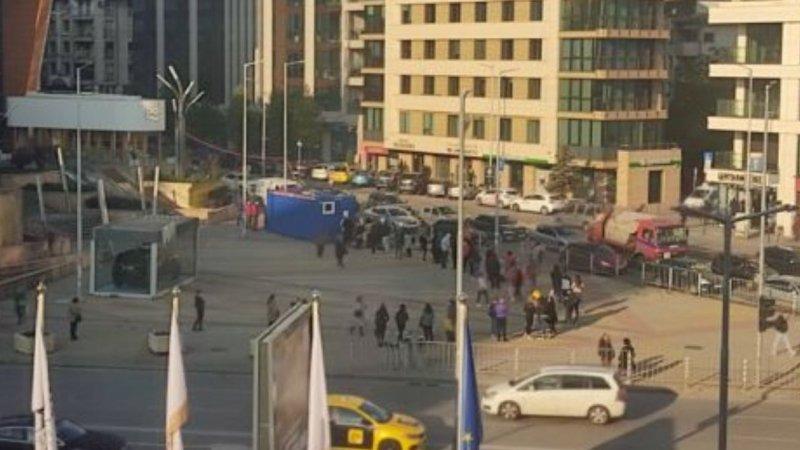 """СНИМКИ от столичен мол показват какво се случва след """"мерките"""" на Кацаров"""