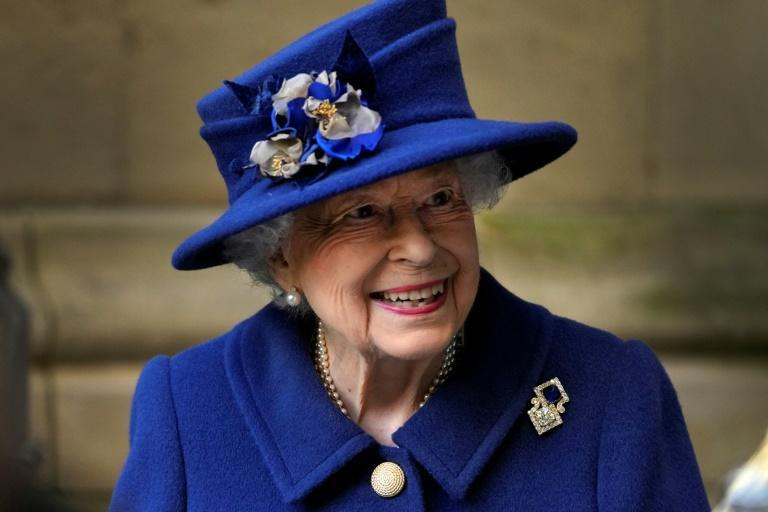 Кралица Елизабет е прекарала една нощ в болница