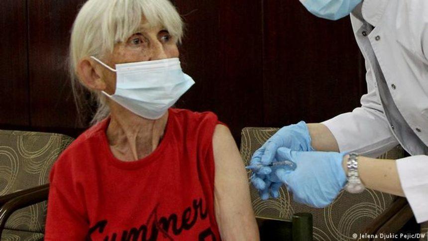 Как Сърбия разви ваксионационен туризъм